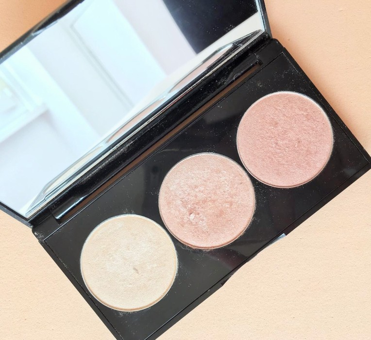 I'm sharing with you my opinions about the Smashbox + Casey Holmes Spotlight Palette in Pearl. I've been following Casey's channelsince 2012 and I was so excited to when I saw her collabing with such a big brand like Smashbox. (I'll link you the video where she talks about the palette).[Click here to read more]